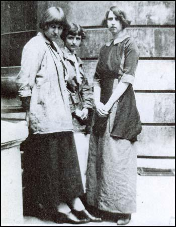 Carrington, Barbara Hiles, and Dortothy Brett, 1911