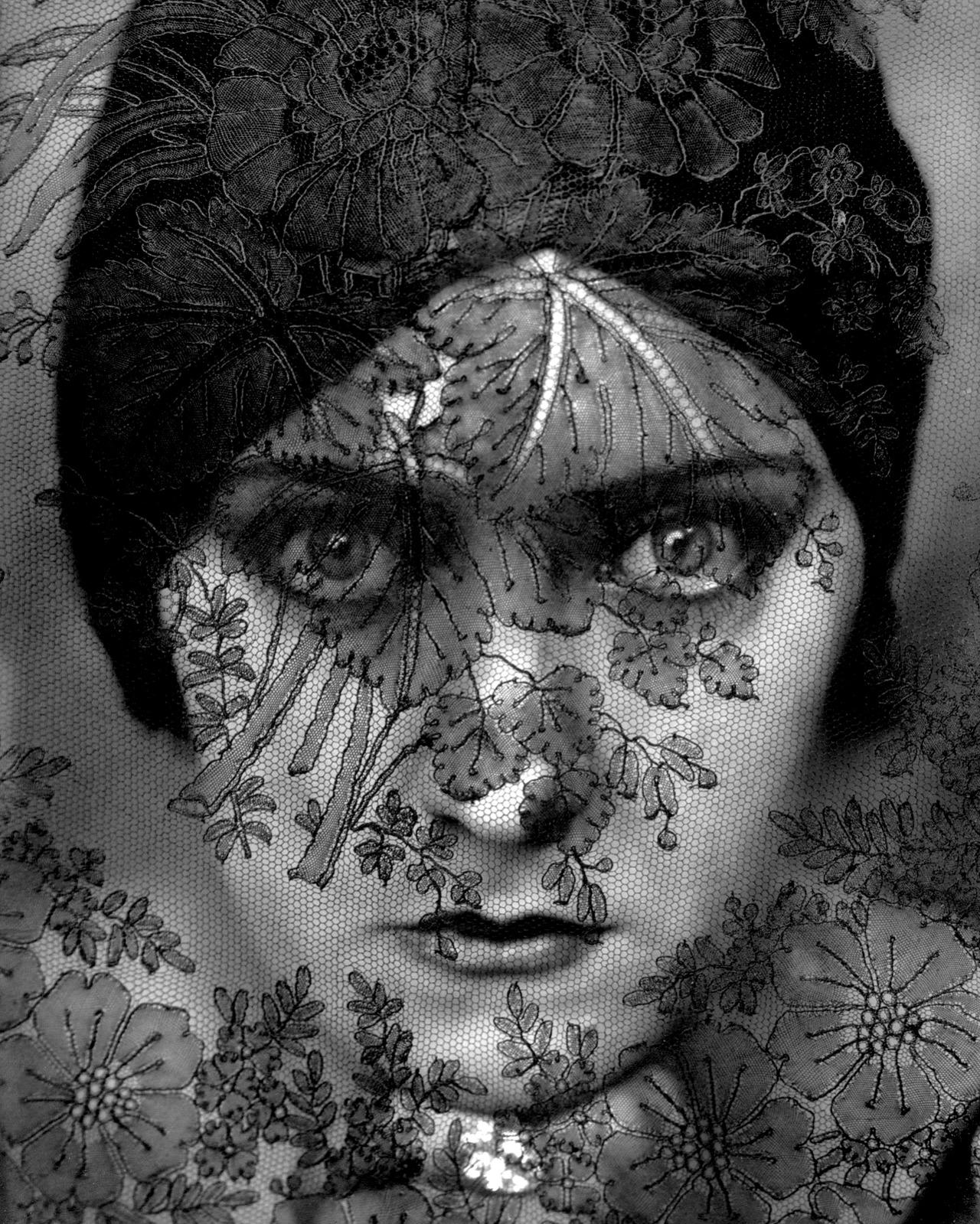 Gloria Swanson by Edward Steichen, 1924