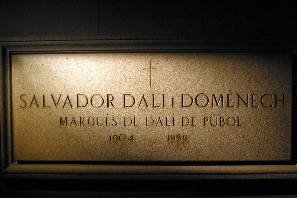 Salvador_Dali_Crypt_in_Figueres