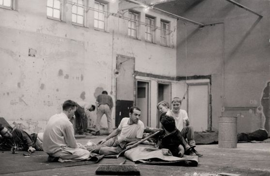 "Hirst and others prepare for the ""Freeze"" exhibition in 1988"