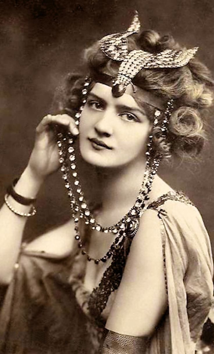 "The actress Lilly Elsie, 1907 - in her costume designed by Lucile, for ""The Merry Widow"""