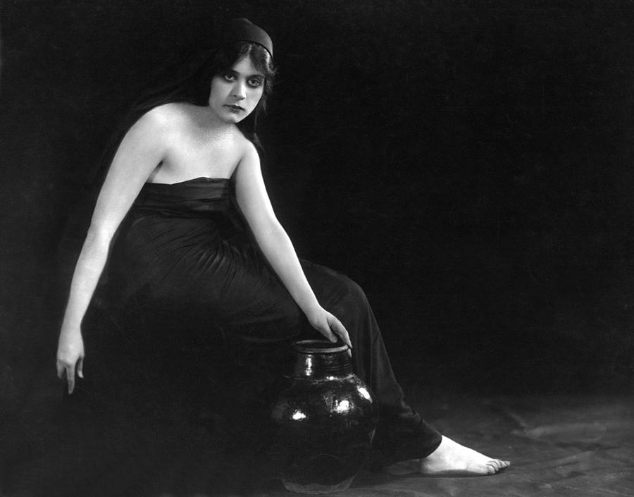 "Beautiful photograph of Bara in the film ""Sin,"" 1915"