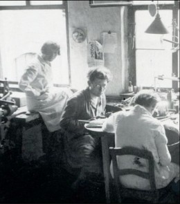 Moholy-Nagy (center) with Marianne Brandt (left) and unidentified student (right)