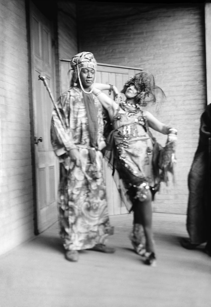 703px-Elsa_von_Freytag-Loringhoven_and_Claude_McKay_33941u_edit