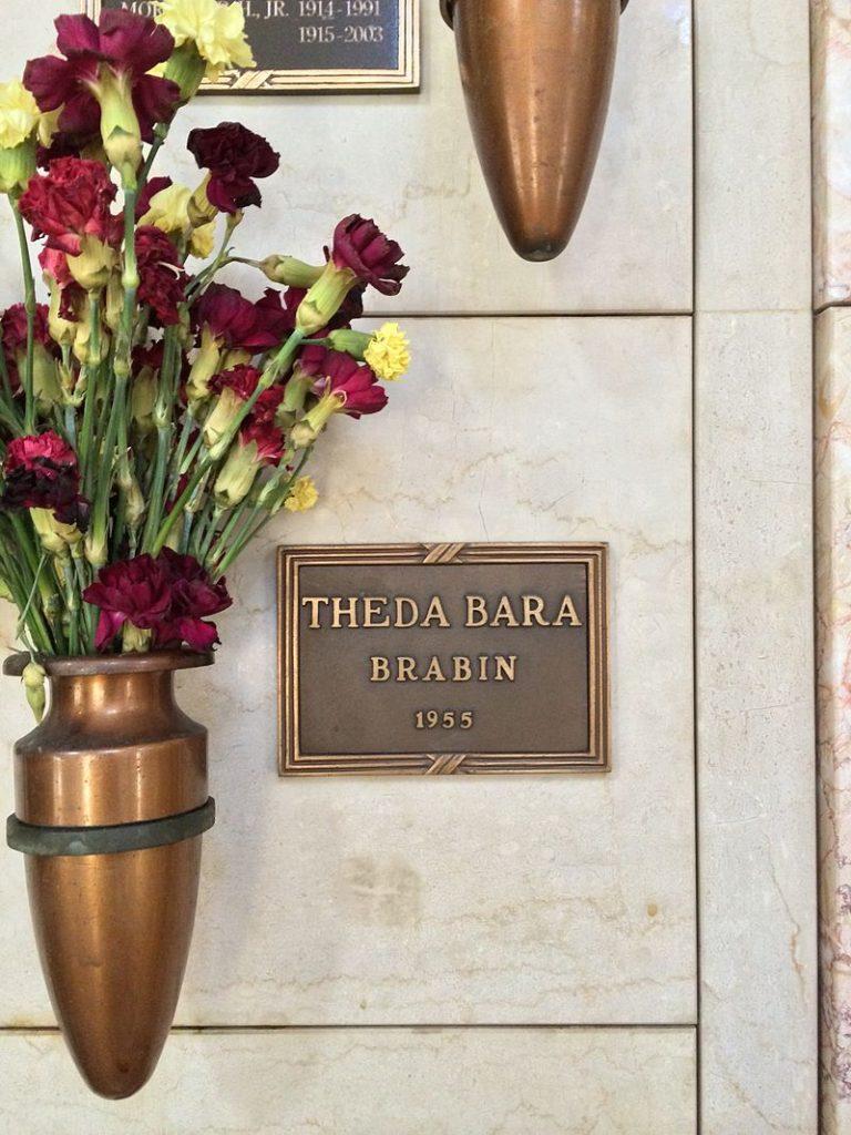 Theda_Bara_Grave