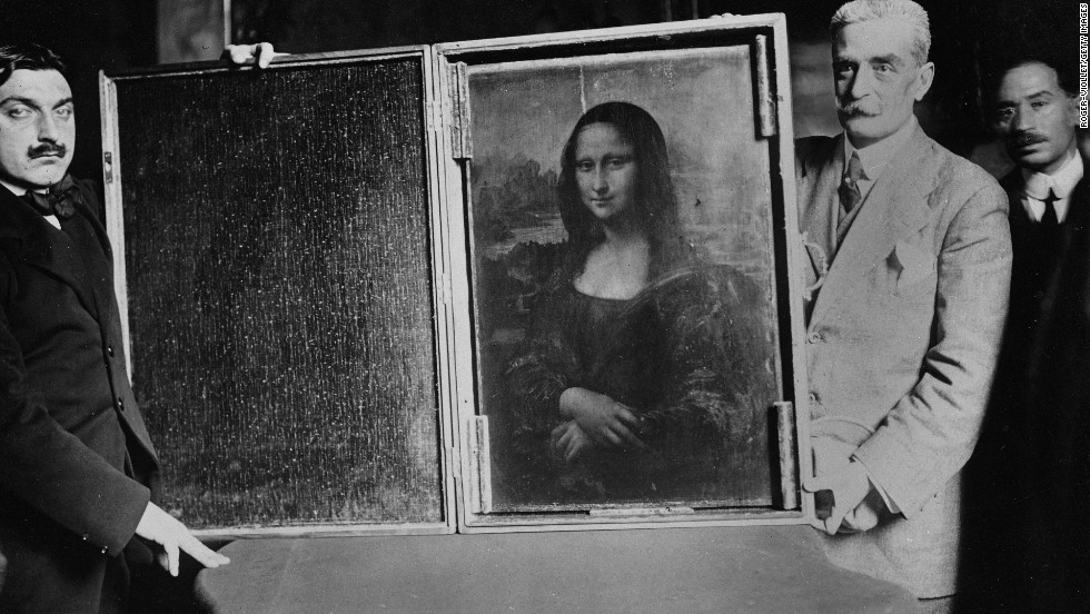 The Mona Lisa being returned to the Louvre, 1913