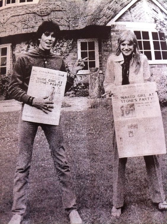 Keith Richards and Marianne Faithfull, the day after the arrest, having a laugh at the headlines