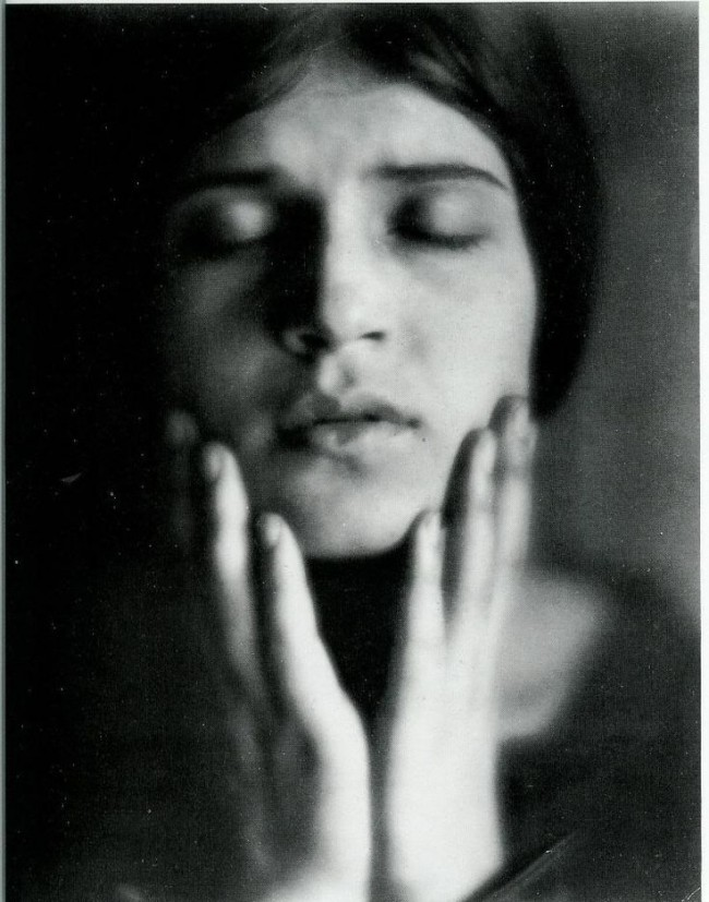 edward-weston-portrait-tina-modotti1-650x827