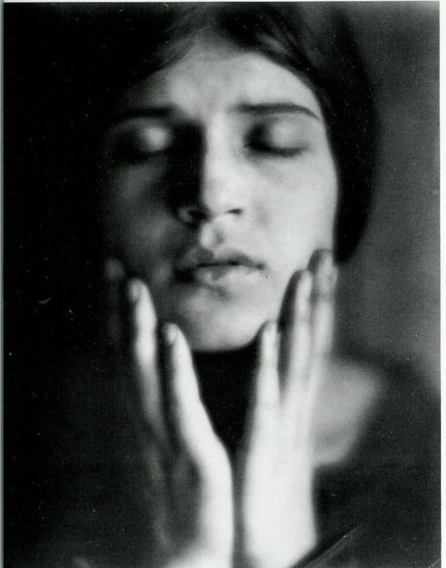 edward-weston-portrait-tina-modotti1-650x827