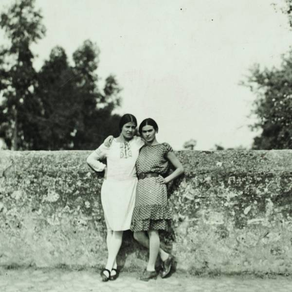 Tina Modotti and Frida Kahlo, 1928