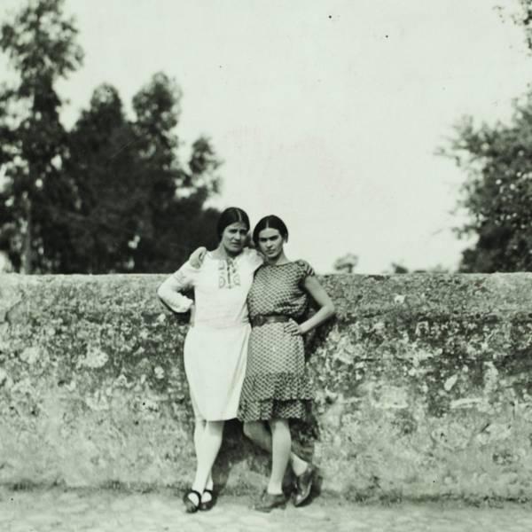 Tina Modotti and Frida Kahlo, 1928
