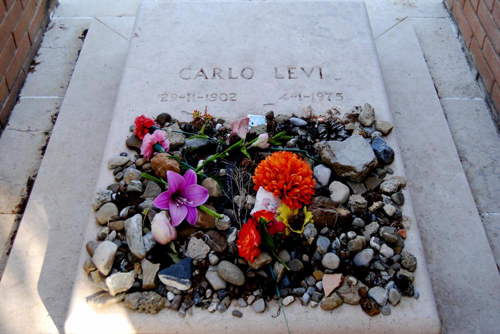 il-cimitero-tomba-di-carlo-levi-2