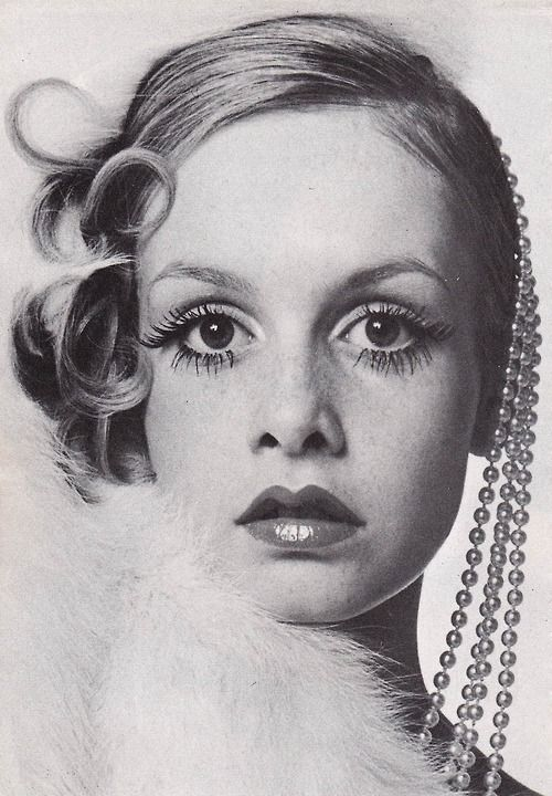 Twiggy photographed by Bill King for the cover of Queen magazine, December, 1967. Hair by Michael at Leonard, Make-up by Guerlain, styling by Erté.